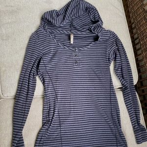 Thyme Maternity long sleeved t-shirt with hood
